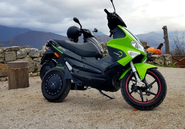 Image 3: E-scooter